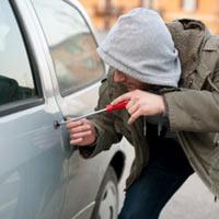Sennik: kradzież samochodu, być okradzionym, kradzież